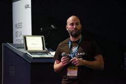 Episodio 40: De roadie de Los Suaves a responsable de contenidos de la WordCamp más grande del mundo, con J.R. Padrón