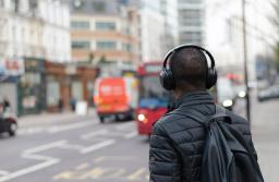Conoce al oyente medio de podcasts en español